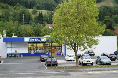 Fachmarktzentrum/Tankstelle